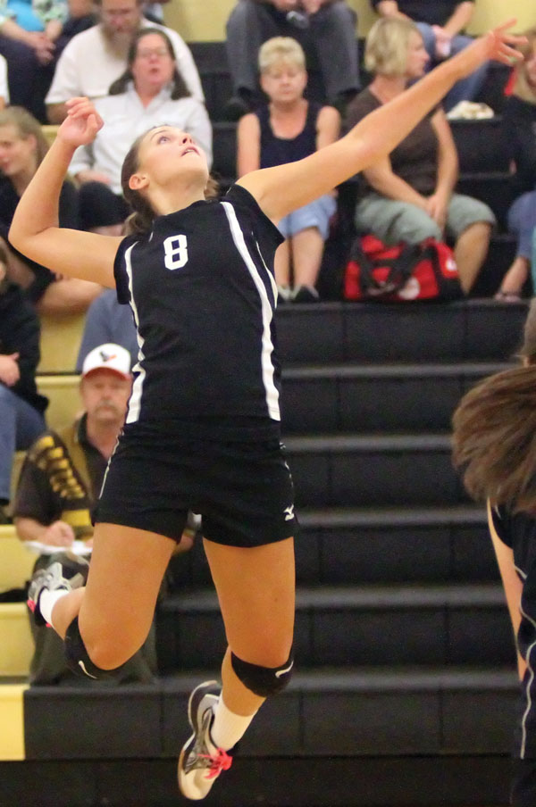 Varsity volleyballers go 0-10 in non district play but JV continues to win