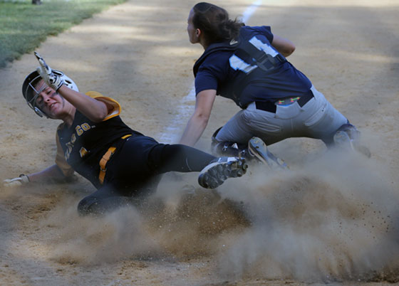 Strong hitting gives Floyd regional win