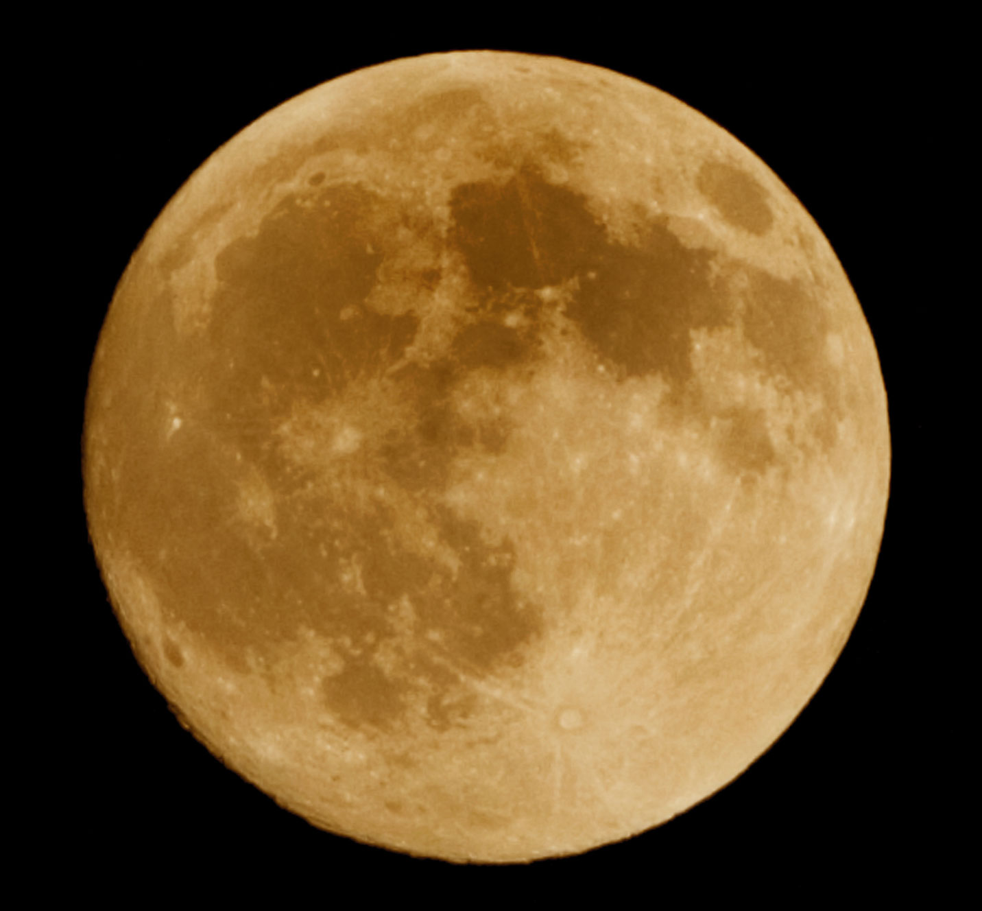 The supermoon makes a close-in appearance