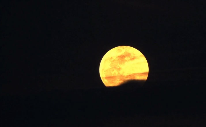 A half-minute for a full moon