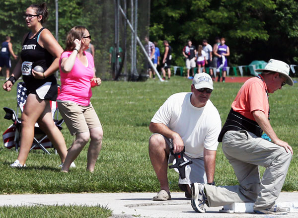 Akers sets, then resets, state record in shot